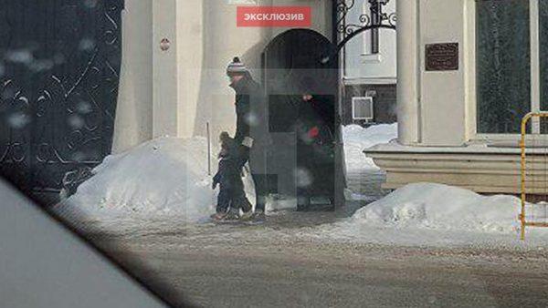 Журналистам удалось заснять Сергея Лазарева с сыном