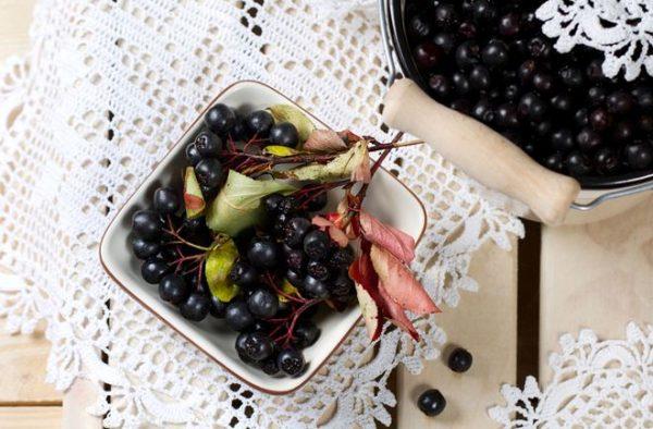 Плоды аронии можно употреблять в свежем и сушенном виде