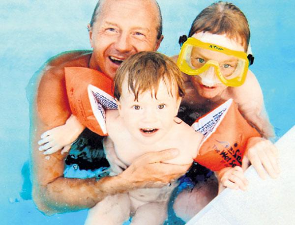 Андрей Панин на отдыхе с детьми