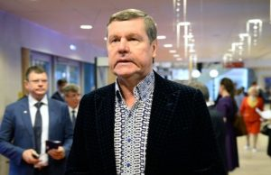 Александр Новиков требует от Первого канала миллион евро