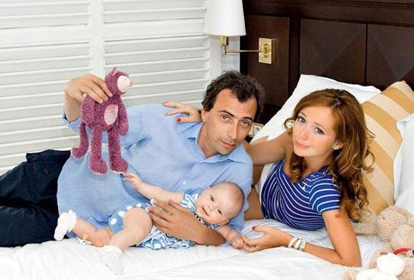 Елена Захарова с бывшим мужем и дочерью