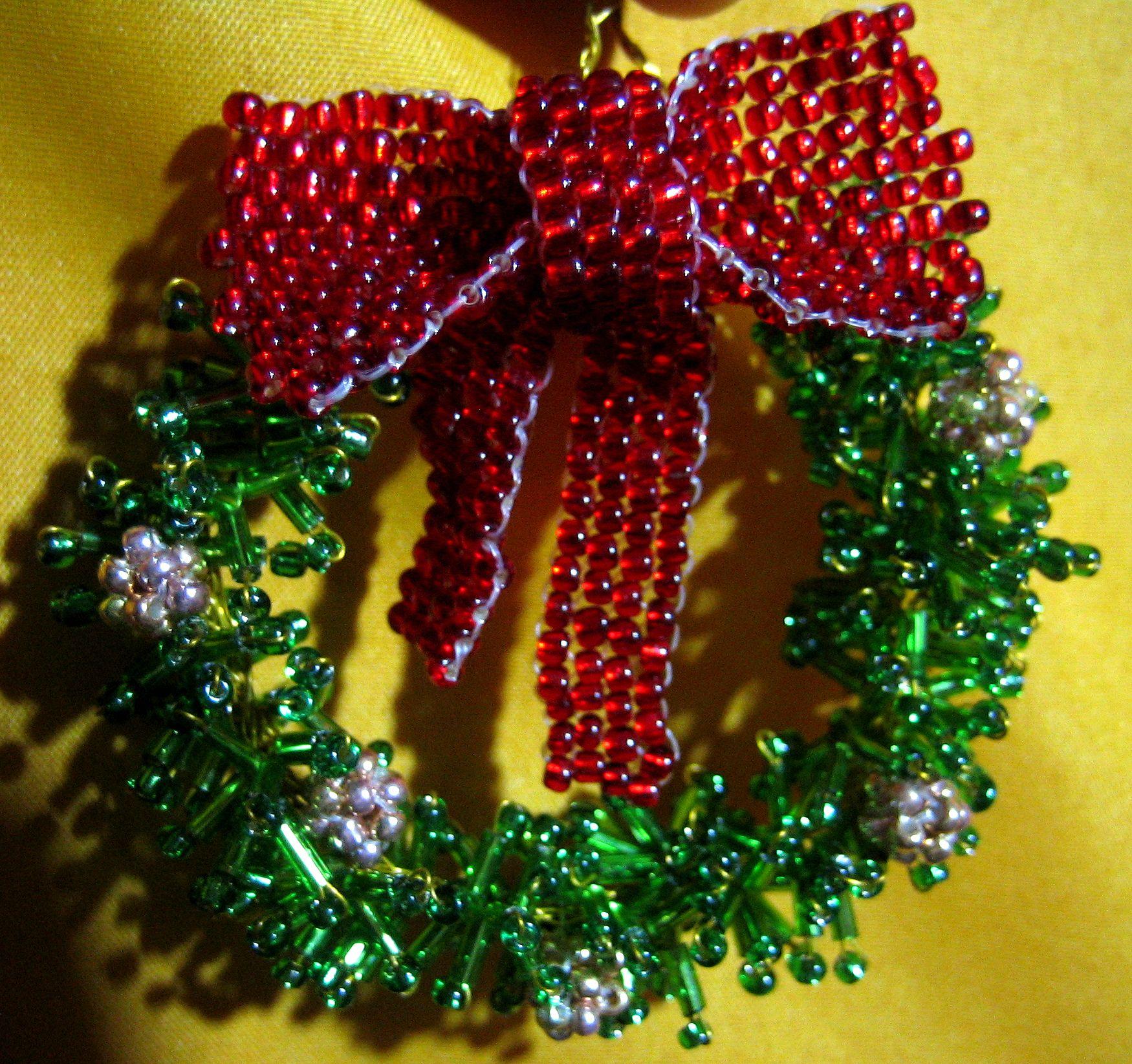 Рождественский венок из бисера