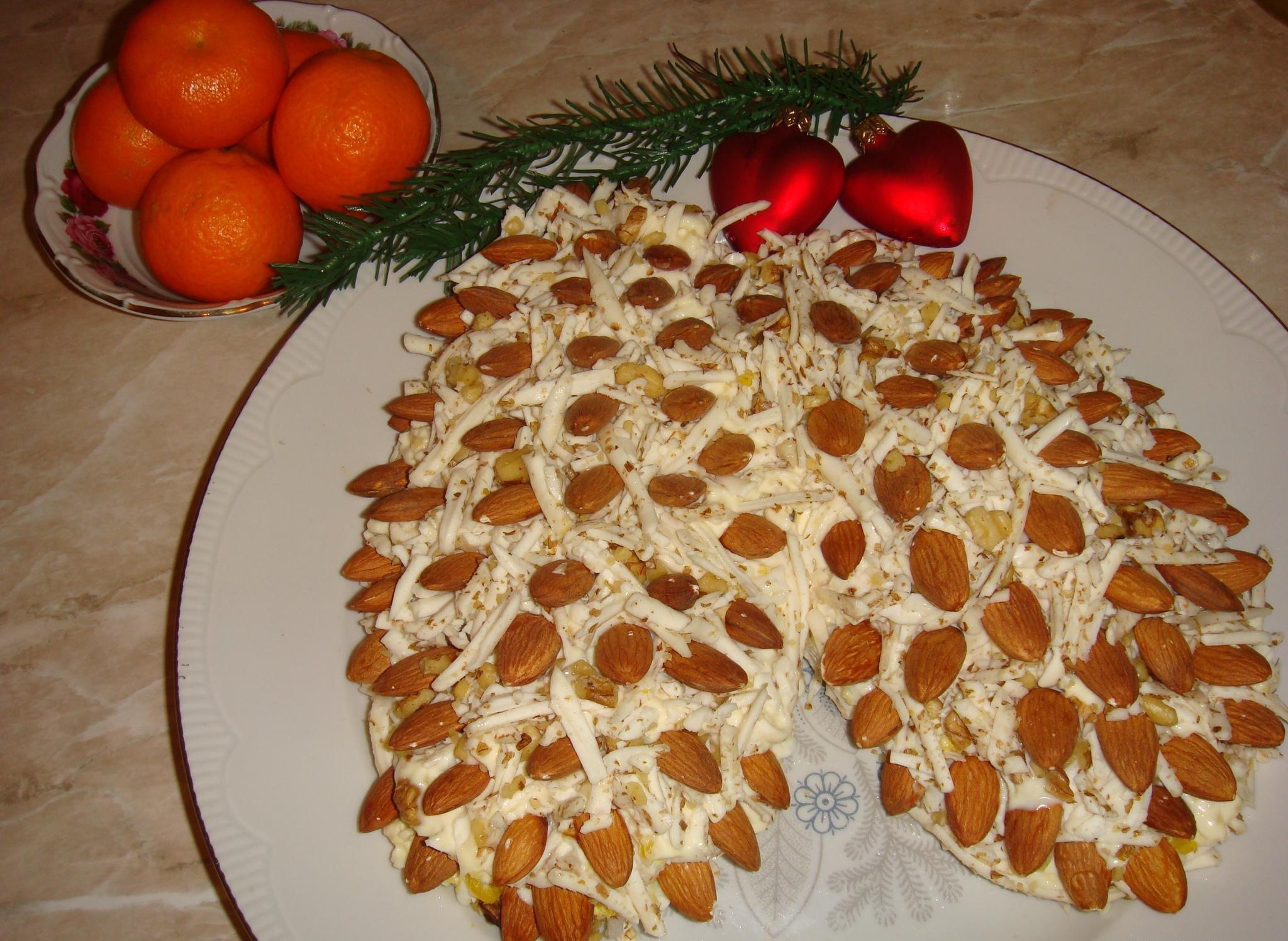 Вариант новогоднего оформления любимого салата