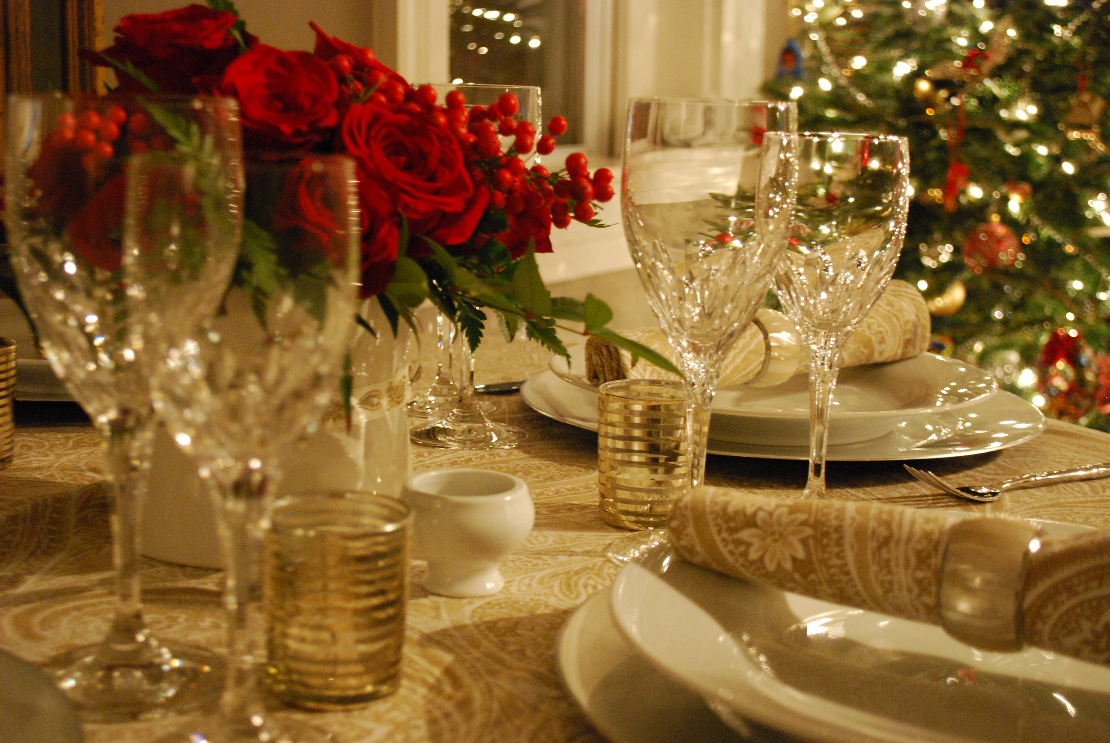 Более изысканный стиль для новогоднего стола 2018