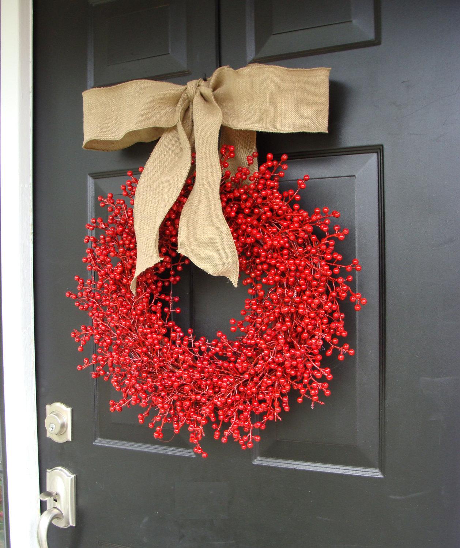 Рождественский венок из ягод