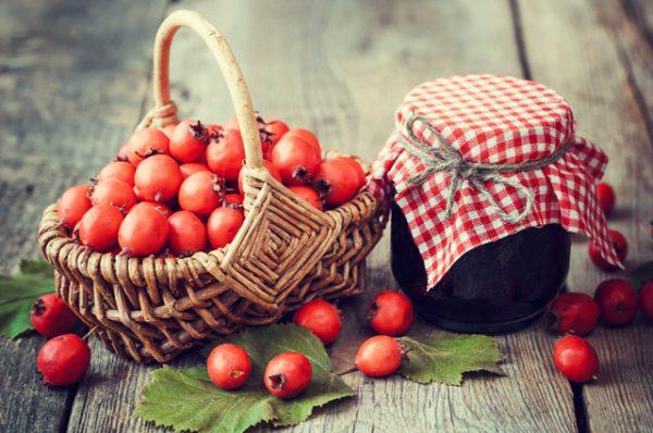 Ароматное варенье из боярышника также очень полезно для здоровья