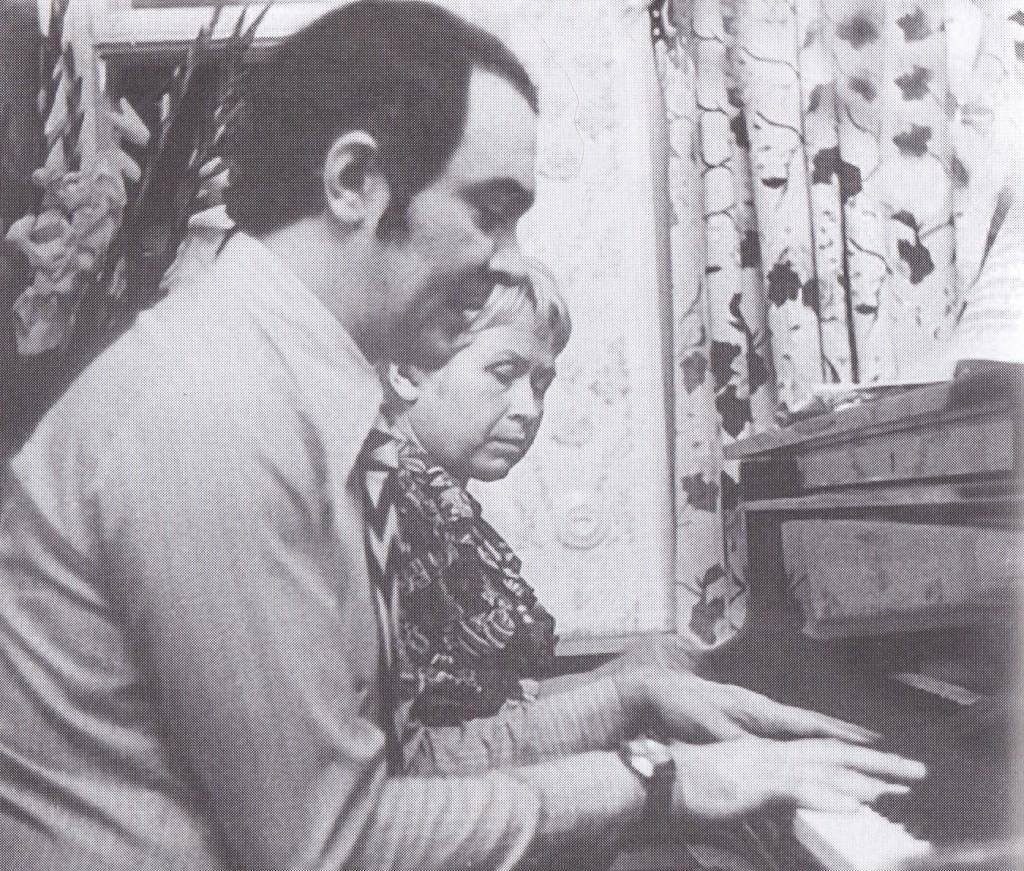 Муслим Магомаев в момент творчекой работы с Пахмутовой