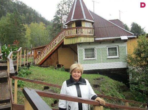 Ангелина любит отдыхать на своей загородной даче