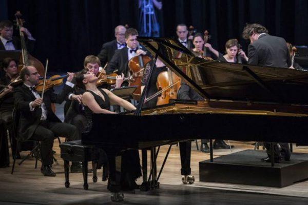 Екатерина Мечетина во время концерта