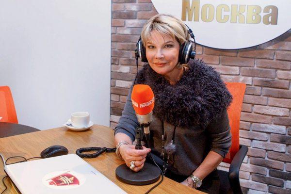 Татьяна дает интервью на радио
