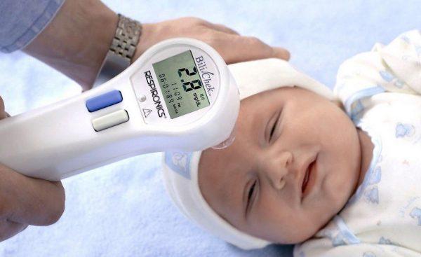 Желтушка у новорожденных: причины, симптомы и лечение