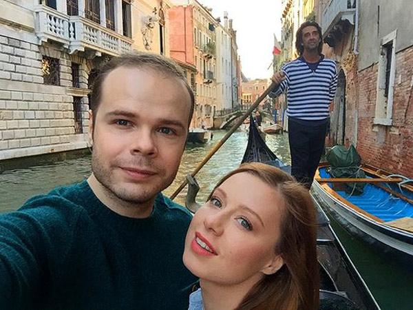 После свадьбы молодожены отправились в свадебное путешествие в Венецию