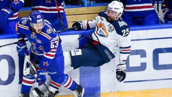 Данис Зарипов во время хоккейного матча