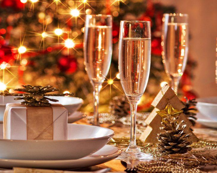 Оформление новогоднего стола 2018