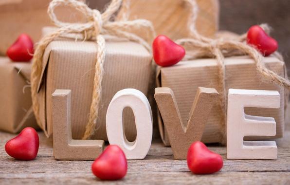 Что подарить на 14 февраля девушке: необычные и оригинальные подарки