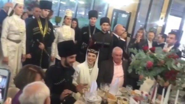Фото со свадебного застолья Сати Казановой и Стефано
