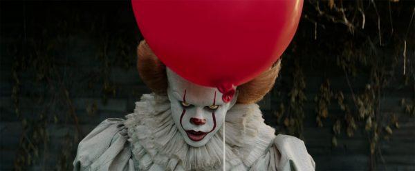 Билл Скарсгард в роли клоуна убийцы