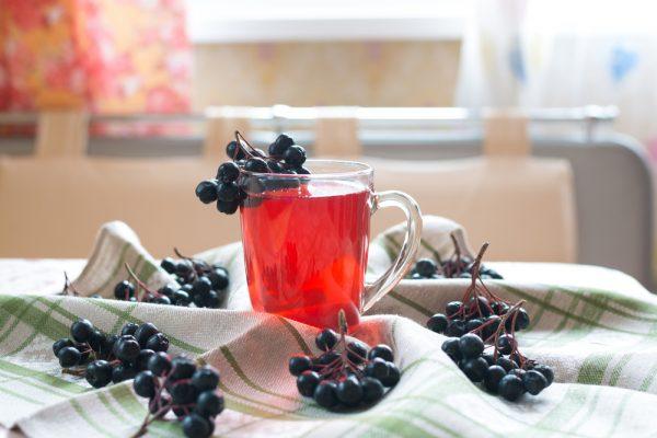 Витаминный чай из плодов черноплодной рябины