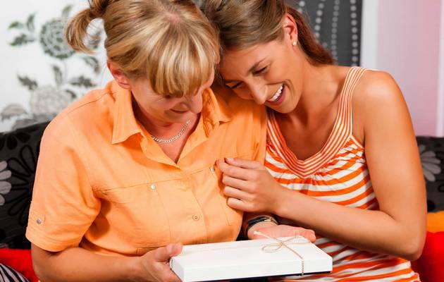 Дарить подарки так же приятно, как и получать, особенно подарки для мамы