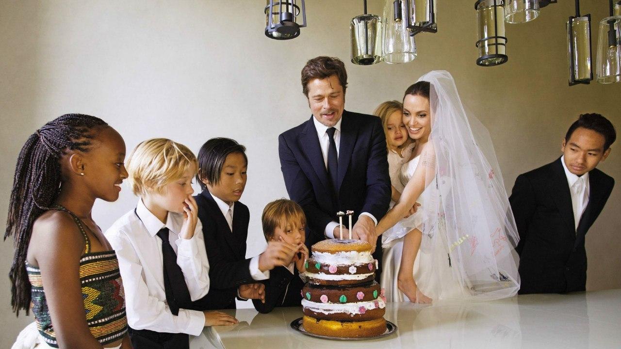 Свадебное фото: Анджелина Джоли и Брэд Питт с детьми
