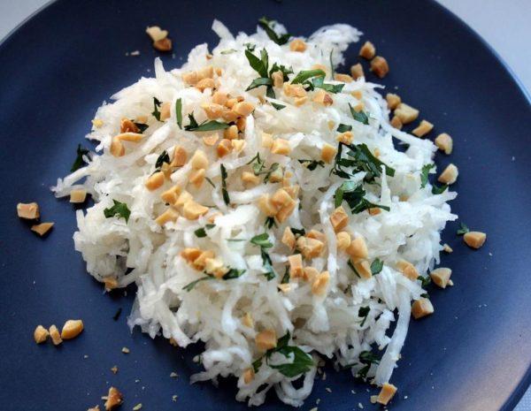 Из редьки можно приготовить вкусный салат