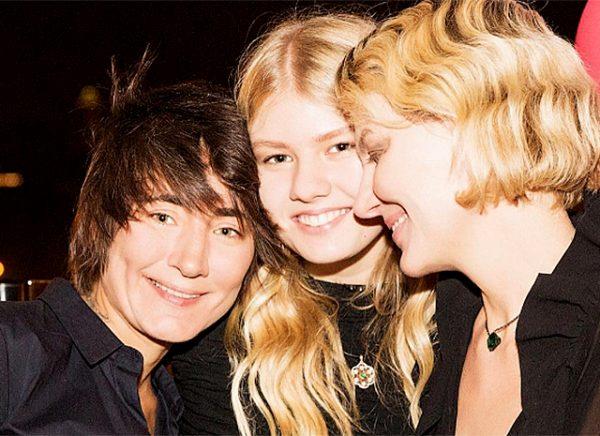 Рената Литвинова со своей дочерью и Земфирой
