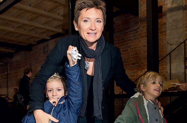 Певица с детьми