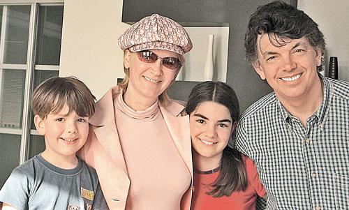 Сергей Захаров с семьей