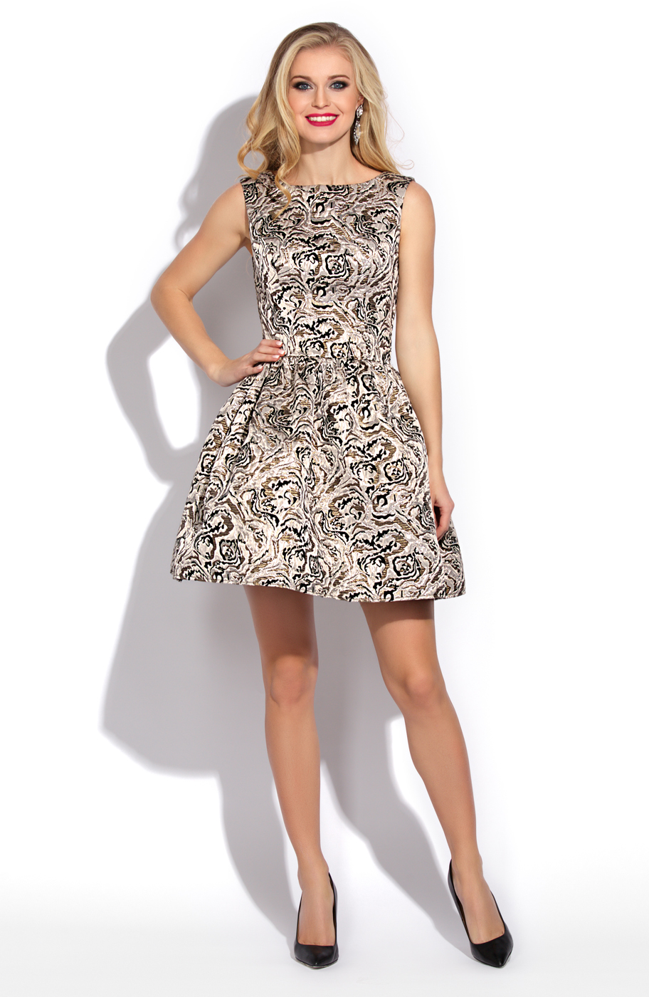 Модели платьев с пышной юбкой всегда привносят в образ задорность и игривость