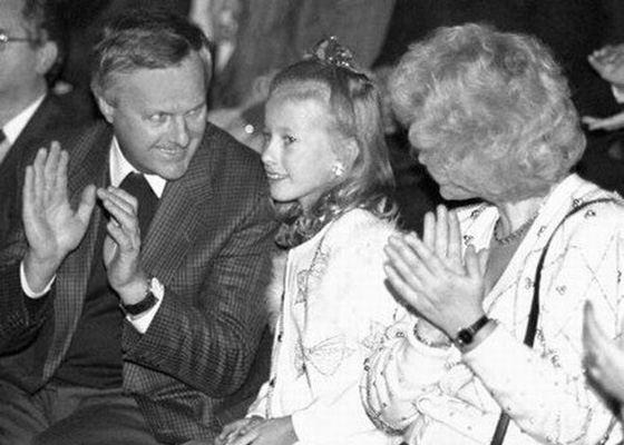 Ксения Собчак в детстве со своими родителями