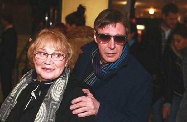Михаил Ефремов со своей мамой