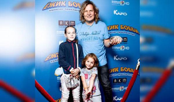 Александр со своими детьми
