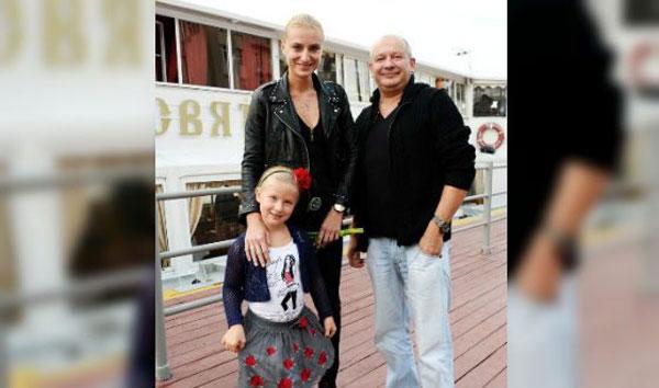 С женой Ксенией и дочерью Анфисой