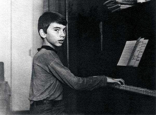 Детские фото Дмитрия Хворостовского