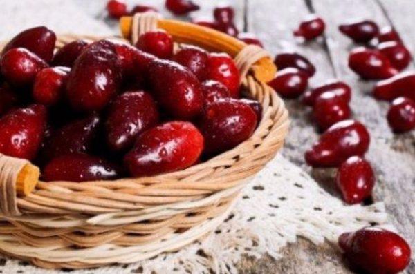 Кизил одна из самых полезных ягод при беременности