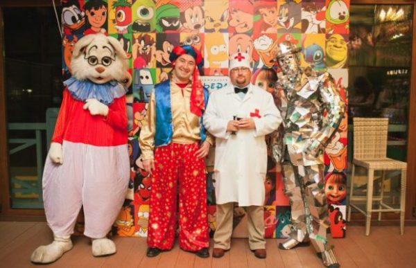 Не забудьте подготовить костюмы для взрослых и детей