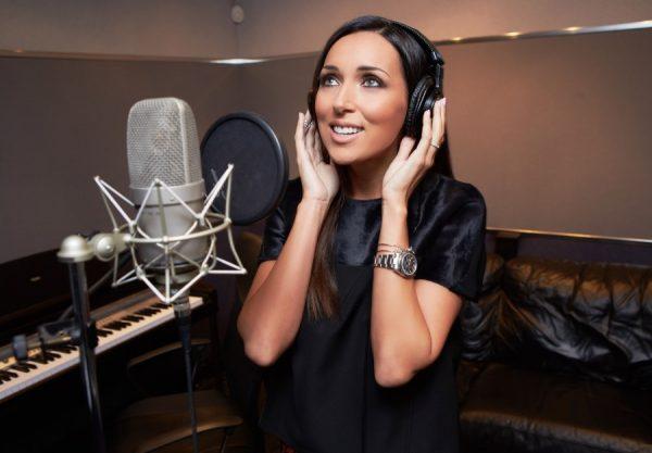 В студии во время записи нового хита