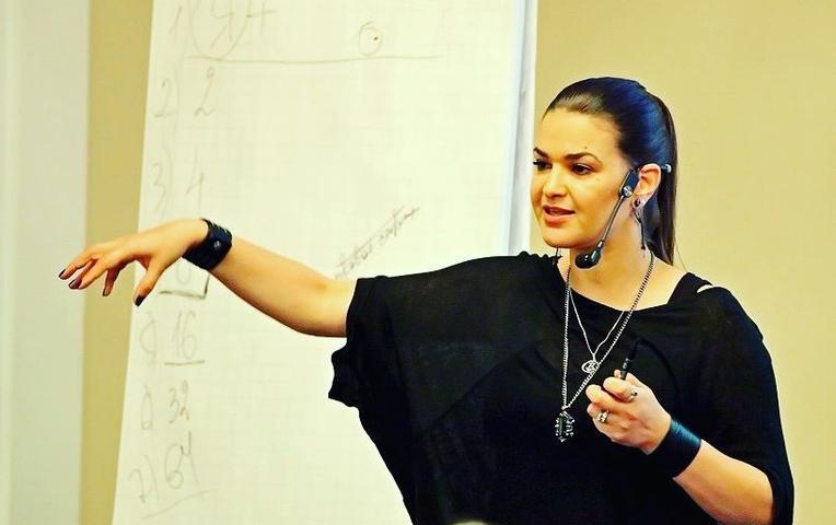Звезда «Битвы экстрасенсов» рассказала о своей беременности