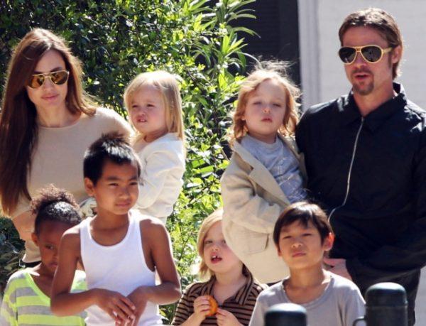 После развода Брэдмного времени проводит со своими детьми