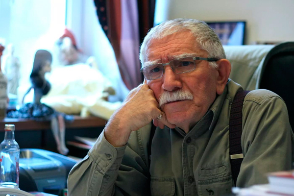 Армен Борисович в своем кабинете