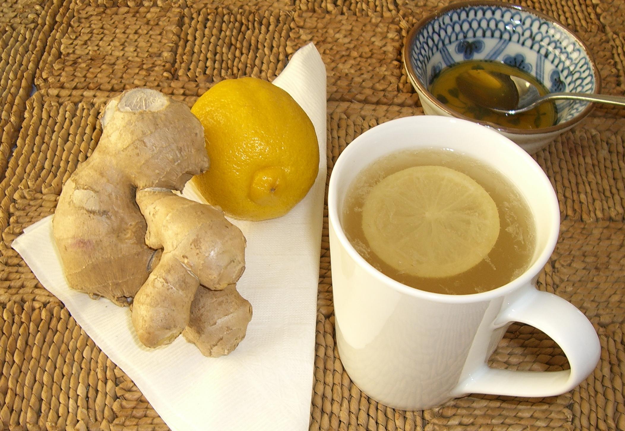 Настой плодов кориандра с имбирем, лимоном и медом, отличное общеукрепляющее средство, которое помогает при простуде