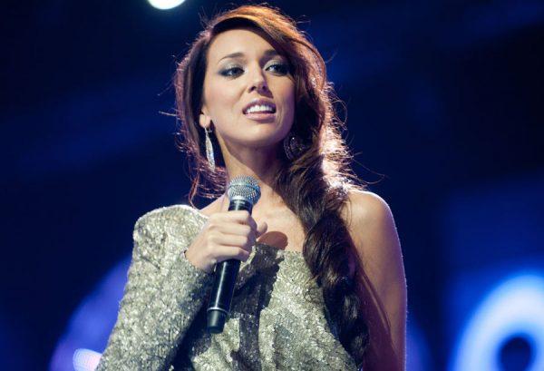 В 16 лет Алсу выступала на Евровидении