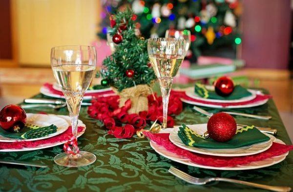 Устроить новогодние конкурсы можно даже за праздничным столом