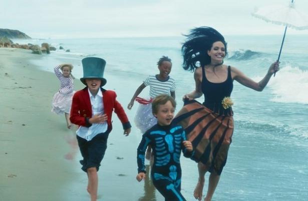 Анджелина Джоли старается больше времени проводить с детьми