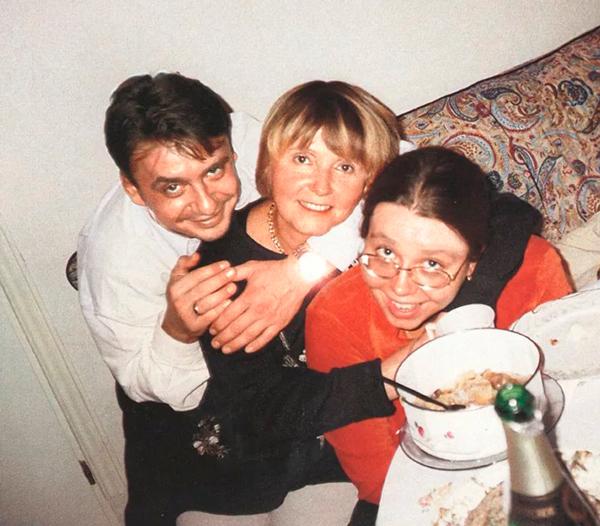 Сын Антон, дочь Саша и Людмила