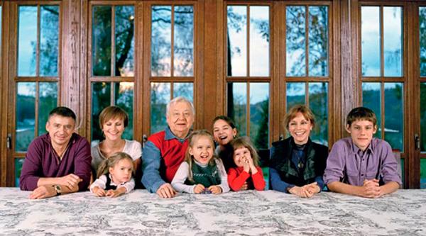 Олег Табаков с внуками