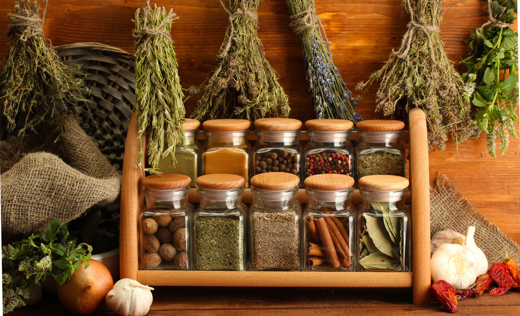 Домашняя коллекция лекарственных трав обязательно должна содержать и такое ценное растение, как кориандр