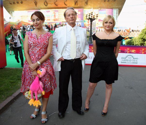 Задорнов с женой и дочькой