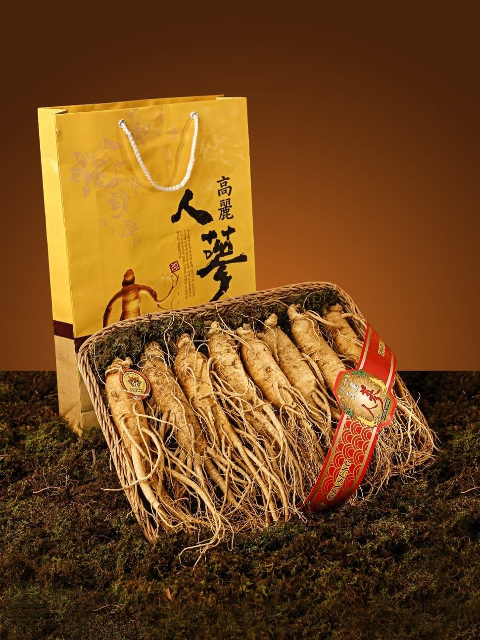 Набор корней женьшеня очень дорогой подарок в прямом и переносном смысле