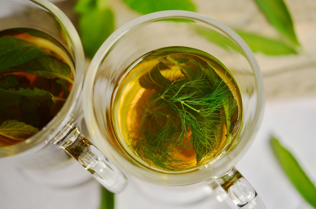 В настой и отвар из кориандра можно добавлять и другие лекарственные травы